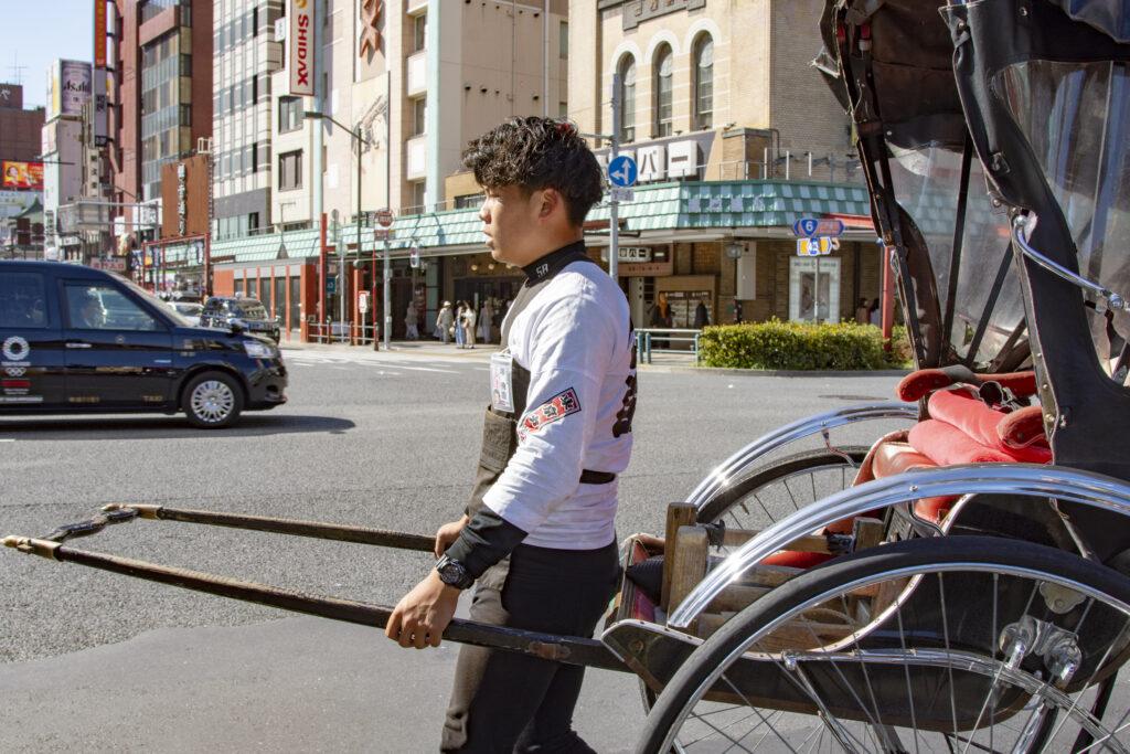 自転車 サイクリング 街歩き 散策 東京のツアー プライベートツアー 東京 下町 日帰り 散歩 ガイド アウトドア 魅力いっぱい 江戸散歩 歴史 毎日 歴史街道 江戸 江戸っ子 商店街 路地裏 浅草 人力車 東京観光