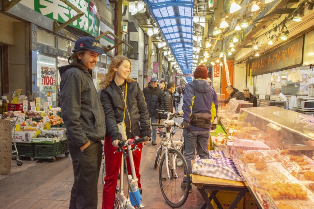 自転車 サイクリング 街歩き 散策 東京のツアー プライベートツアー 東京 下町 日帰り 散歩 ガイド アウトドア 魅力いっぱい 江戸散歩 歴史 毎日 歴史街道 江戸 江戸っ子 商店街 路地裏 昭和レトロ 昭和 アーケード 食べ歩き